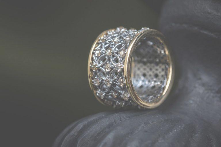 Fred's Choice - Goud en zilveren ring met diamanten gezet in zwart rhodium-'Venezian Dream' - 060